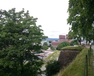 Blick von der Festung Akershus auf das Osloer Rathaus