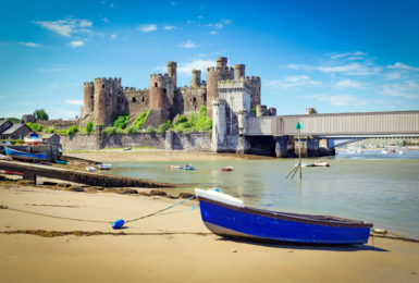 Find the time to explore the top 5 beaches to visit in North Wales