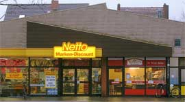 Should multi channel grocers launch their own discounter?