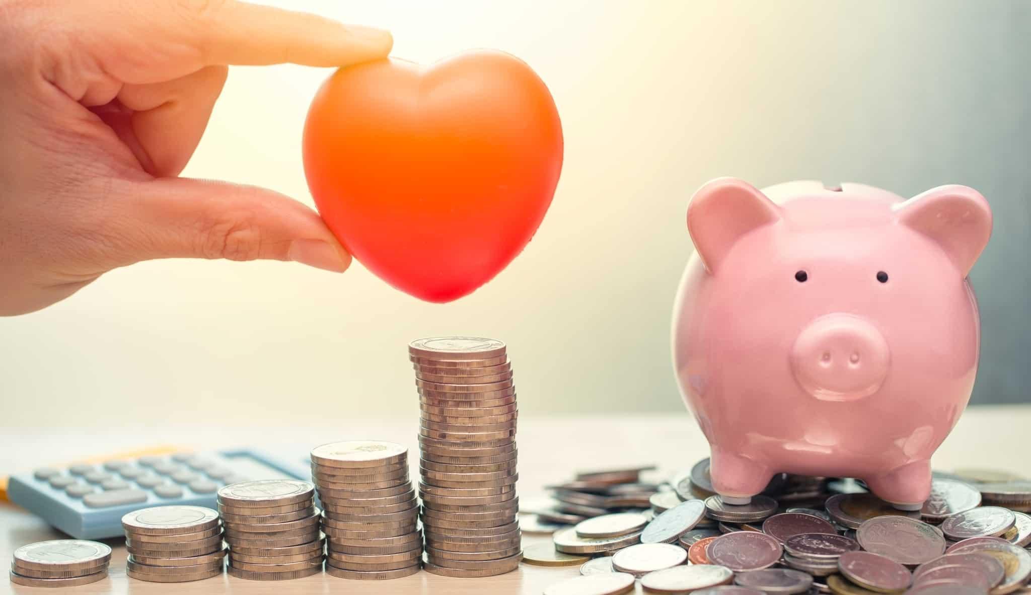Coração, moedas e mealheiro