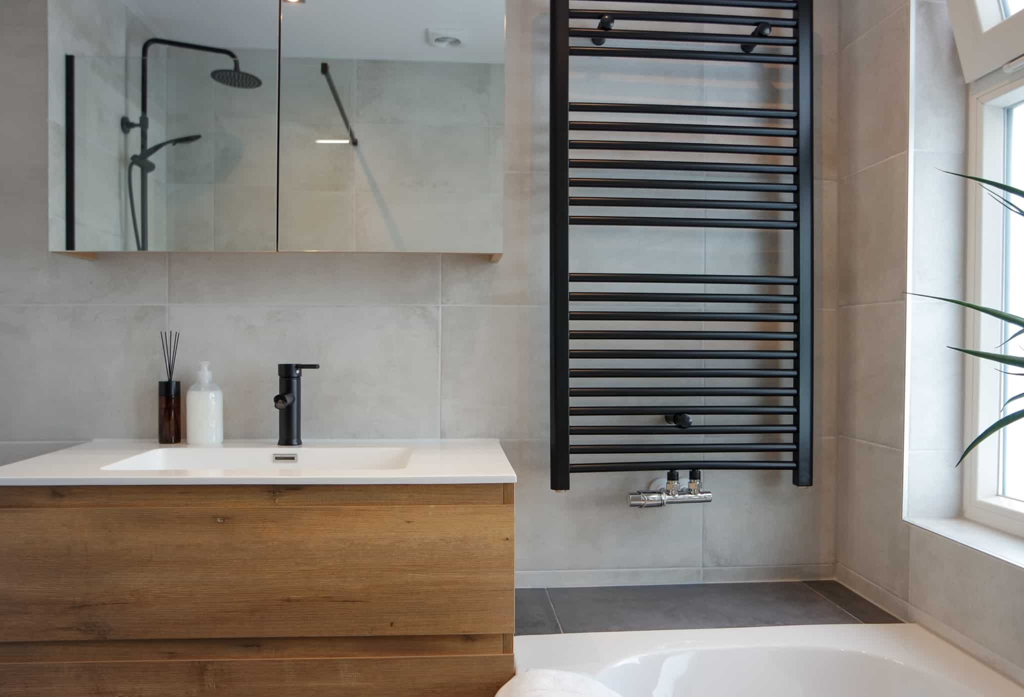 casa de banho com lavatório em castanho