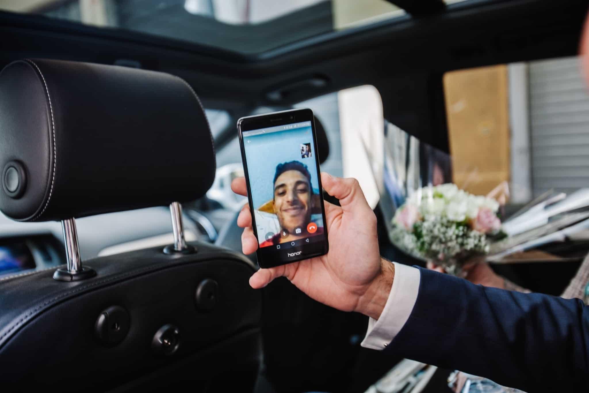 video conferencia em telemovel no carro