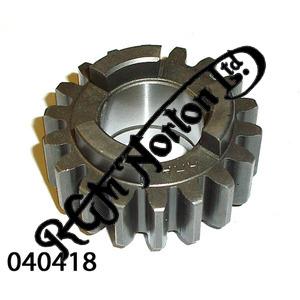 MAINSHAFT SECOND GEAR - 18 TEETH RUNS WITH 040019 (EARLY)