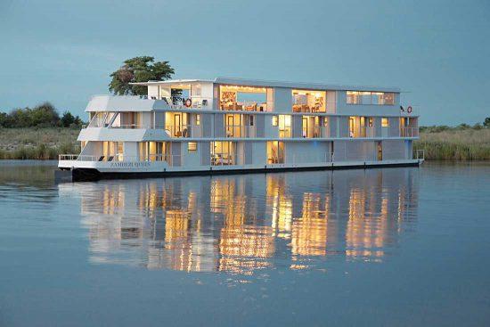 Das luxuriöse Hausboot Zambezi Queen auf dem Chobe-Fluss