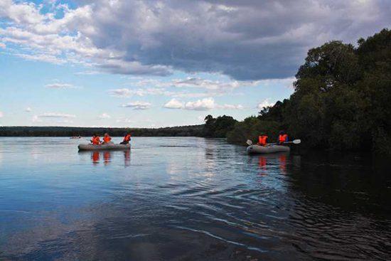 A canoe excursion down the Zambezi