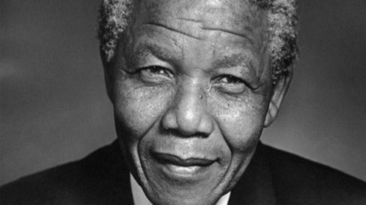 Schwarzweiß-Portrait von Nelson Mandela
