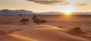 soleil se levant sur les dunes du désert du namib-naukluft namibie