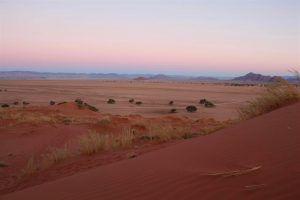 coucher de soleil sur les dunes rouges de sesriem namibie