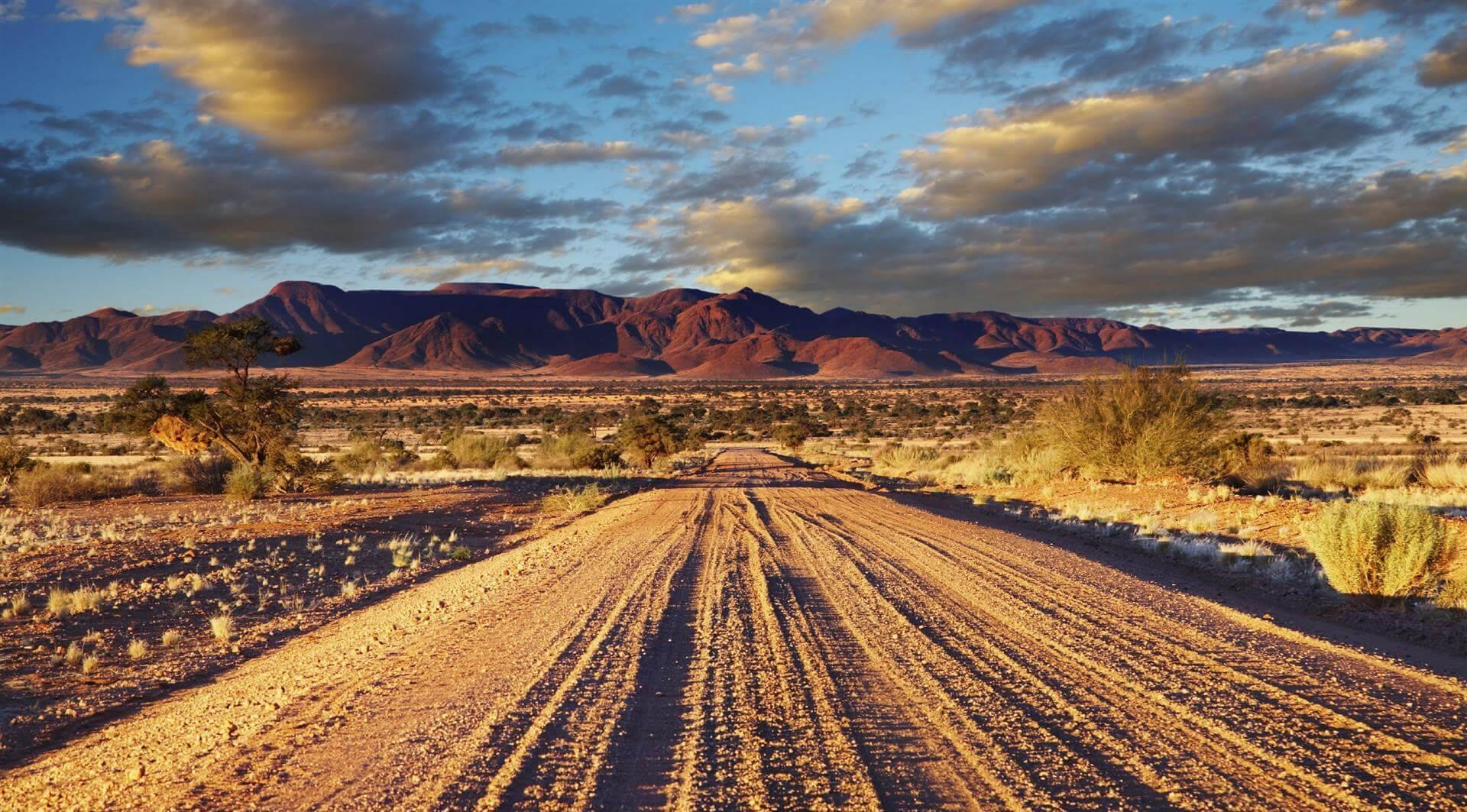 route traversant les paysages arides sesriem namibie