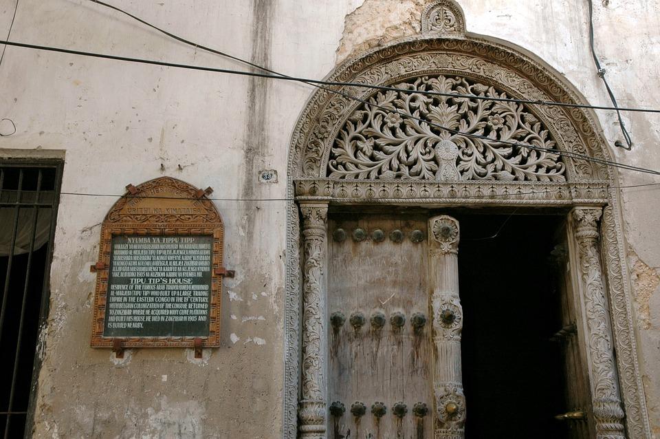 Porte sculptée à Stone Town
