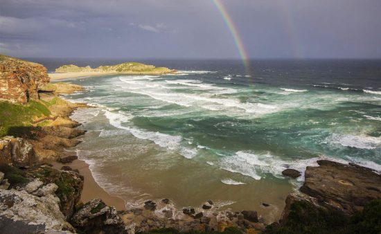 Regenbogen über der Robberg Halbinsel