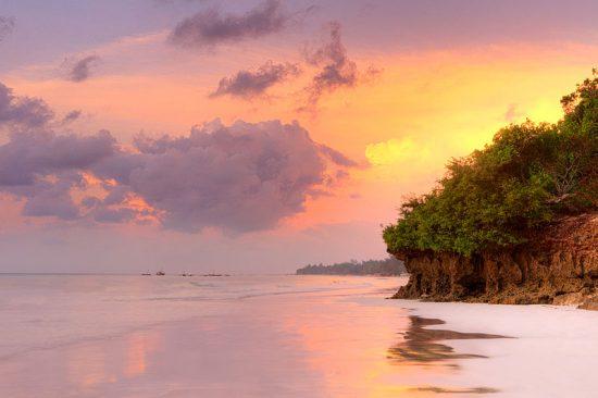 Ein traumhafter Sonnenuntergang am Diani-Strand in Kenia