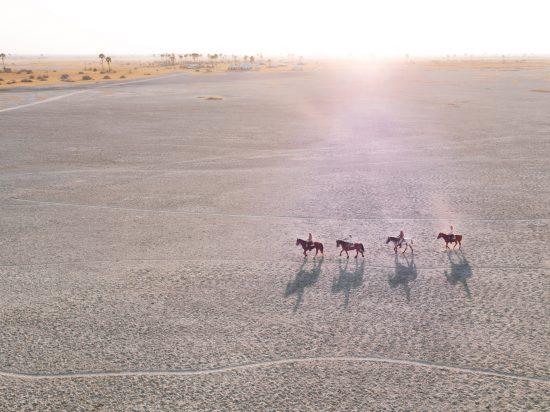 Botswanas atemberaubende Highlights: Ausritt durch die Makgadikgadi-Salzpfannen in der Kalahari