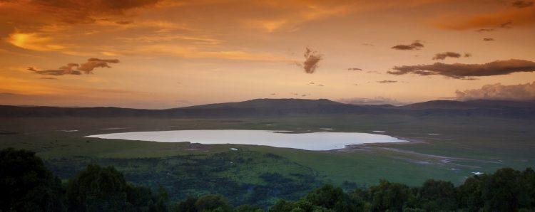 Pôr do sol sobre a cratera de Ngorongoro