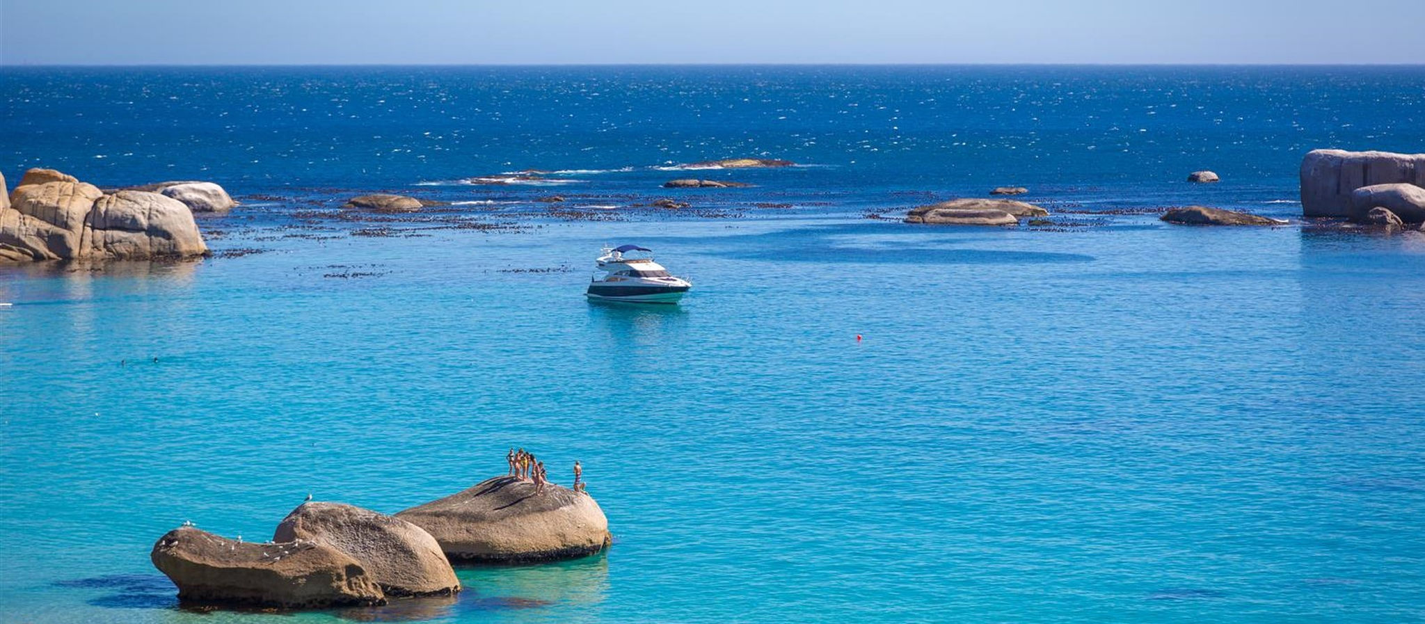 yacht-on-water-camps-bay-south-africa