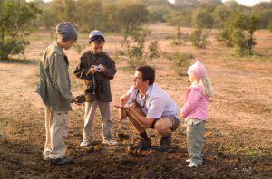 Famille avec enfants au Honeyguide Khoya Moya Camp