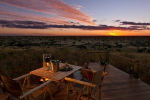 Dîner aux chandelles dans la brousse dans le parc Tswalu, Kalahari, Afrique du Sud