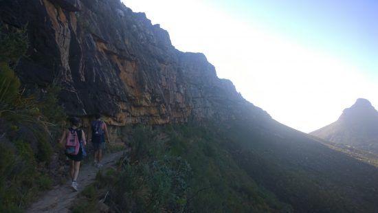La montée de Platteklip Gorge offre un beau panorama sur Lion's Head en faissant une des meilleures randonnées de Cape Town