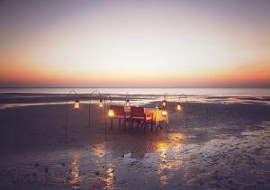 Dîner aux chandelles à Azura Benguerra, un excellent choix pour combiner safari et plage de sable blanc au Mozambique