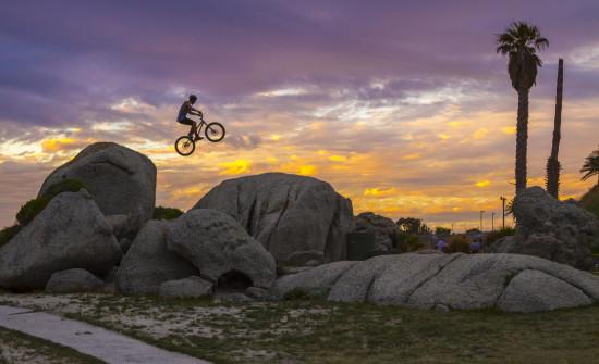 Vélo tout-terrain à Camps Bay dans la plus belle ville du monde.