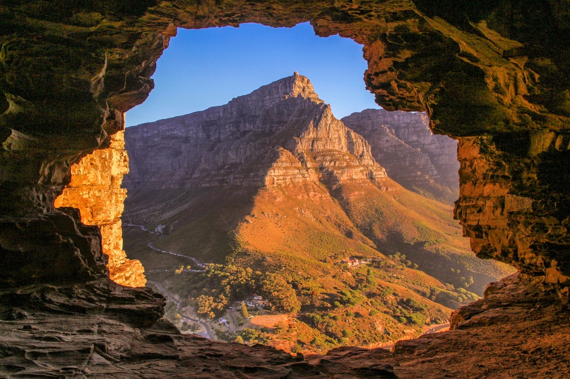 The picturesque Table Mounatin from Wally's cave on Lions head