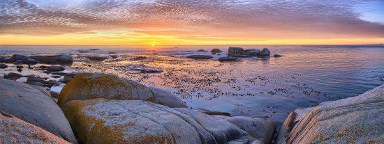 Sonnenuntergang über dem Atlantik in Camps Bay, Kapstadt