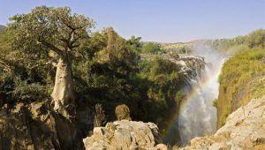 Vue d'une cascade dans la région de Kunene