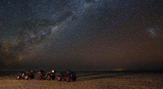 Der funkelnde Sternenhimmel in der Kalahari von Botswana