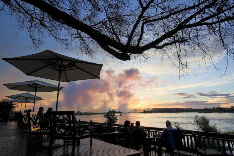 Terraza de Royal Livingstone Hotel en las cataratas Victoria
