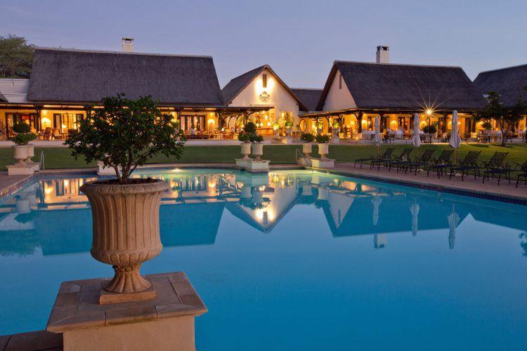 Fachada de Royal Livingstone Hotel en las cataratas Victoria