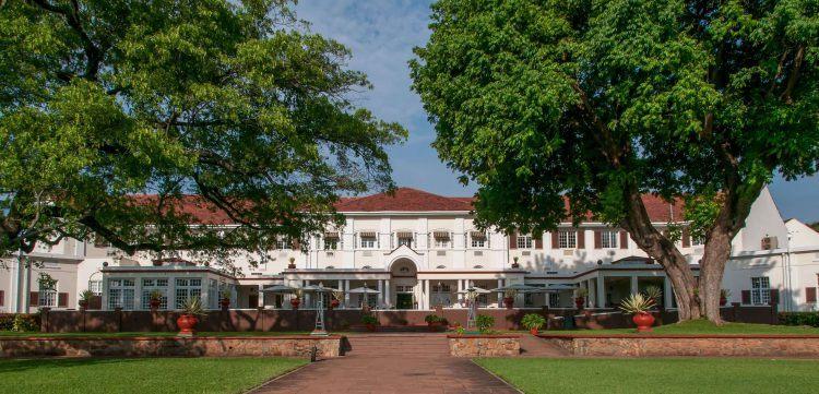 Fachada de The Victoria Falls Hotel en las cataratas Victoria