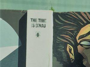 Schriftzug neben einem Graffitti in Woodstock