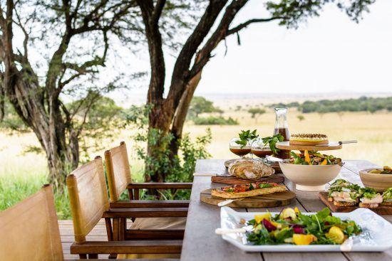 Festín en la sabana africana en Singita Serengeti House