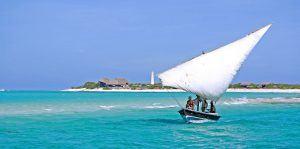Boutre traditionnel dans les eaux de Vilanculos, une des villes d'Afrique à visiter.