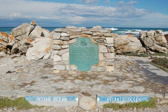 Cape Agulhas, der südlichste Zipfel Afrikas, wo Indischer und Atlantischer Ozean aufeinandertreffen - Bester Südafrika Reiseführer