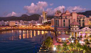 Port Louis au soleil couchant, une des villes d'Afrique à ne pas manquer