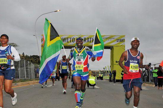 Corredor sul-africano feliz em participar da Soweto Marathon
