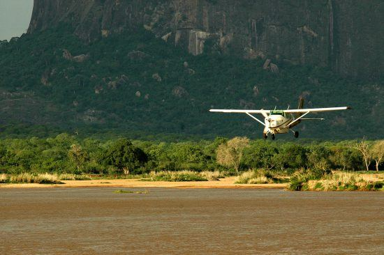 Plane flying into Mozambique safari destinations