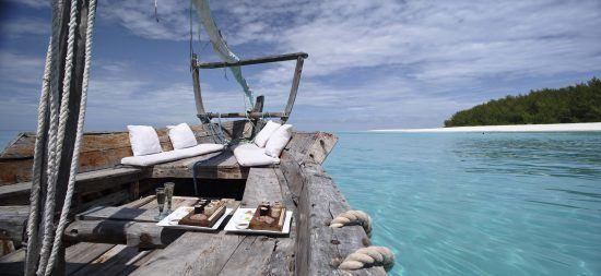 Romantikurlaub in Ostafrika auf einem Segelboot der Mnemba Island Lodge in Sansibar