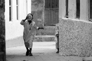 Enfants jouant dans les rues de Stone Town, Zanzibar