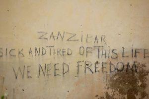 Message d'indépendance sur les murs de Stone Town, Zanzibar.