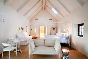 Chambre double luxe au design épuré chez Babylonstoren.