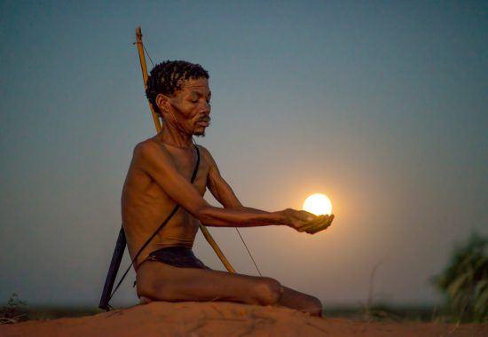 Einheimischer bei Sonnenuntergang