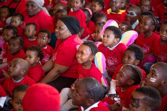 Die Kinder mit der Leiter in der Tagesstätte: Gloria Bebeza
