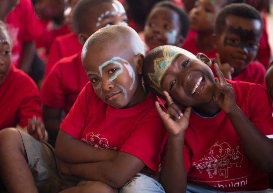 Geschminkte Kinder in Khumbulani