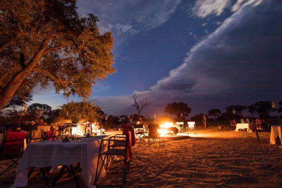 Cena bajo las estrellas al calor de la fogata