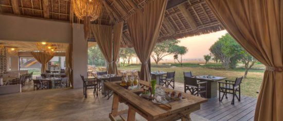 Ein Frühstücksbuffet in der Masai Mara