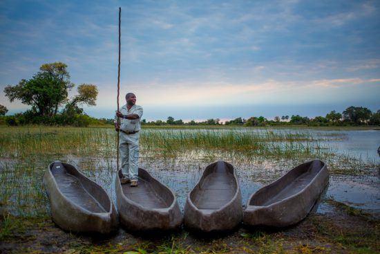 Safari en mokoro dans les eaux du Delta de l'Okavango