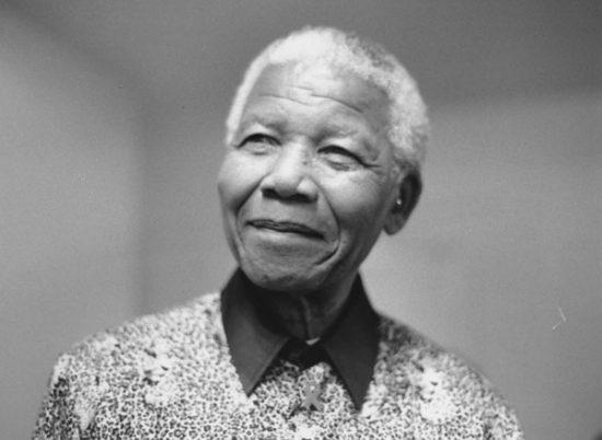 Schwarzweiß Portrait von Nelson Mandela