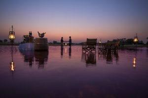 Coucher de soleil romantique sur le Delta de l'Okavango